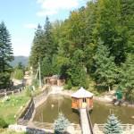 Альтанка на озері